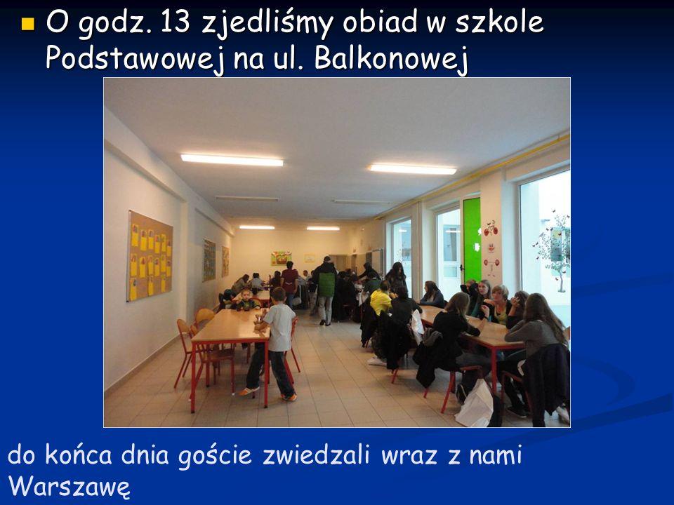 12.10.2011 Dzień trzeci 12.10.2011 Zebraliśmy się w Ratuszu na Targówku by dowiedzieć się więcej na temat Targówka jako zielonej dzielnicy Warszawy Zebraliśmy się w Ratuszu na Targówku by dowiedzieć się więcej na temat Targówka jako zielonej dzielnicy Warszawy