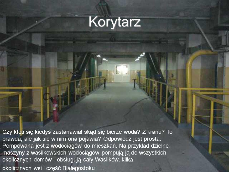Ozonownia W Wodociągach Białostockich nie pracuje wiele osób – 2 kierowników, 6 konserwatorów i 6 dyspozytorów, którzy kontrolują i nadzorują pracę komputerów.