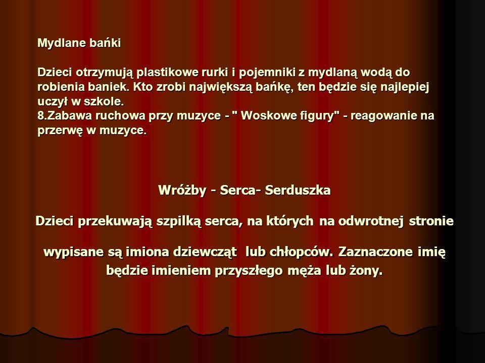 Wróżby - Serca- Serduszka Dzieci przekuwają szpilką serca, na których na odwrotnej stronie wypisane są imiona dziewcząt lub chłopców.
