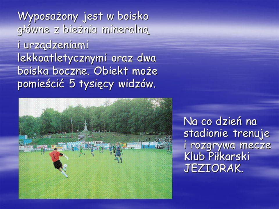 Na co dzień na stadionie trenuje i rozgrywa mecze Klub Piłkarski JEZIORAK. Wyposażony jest w boisko główne z bieżnia mineralną i urządzeniami lekkoatl