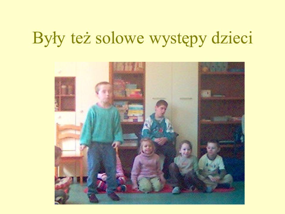 Były też solowe występy dzieci Wspólne zabawy dostarczały wszystkim wiele radości.