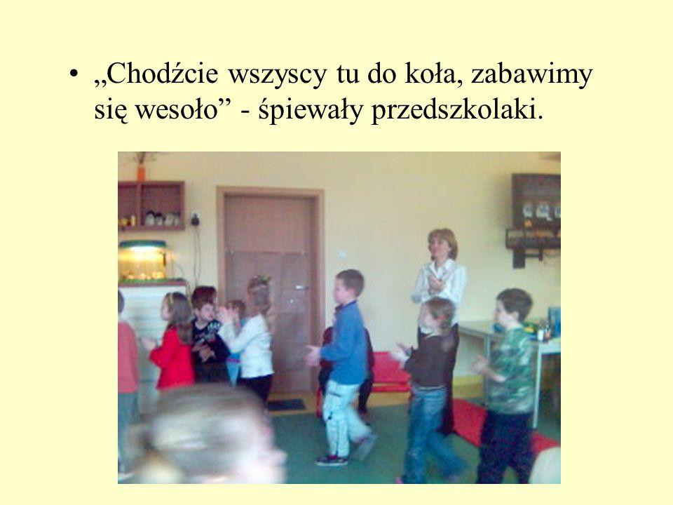 Chodźcie wszyscy tu do koła, zabawimy się wesoło - śpiewały przedszkolaki.