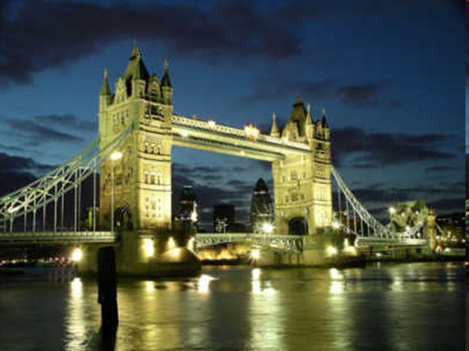 Przez Tamizę prowadzi most Tower Bridge, w którego pobliżu znajduje się siedziba poprzednich władców Anglii – zamek Tower, obecnie mieszczący skarbiec