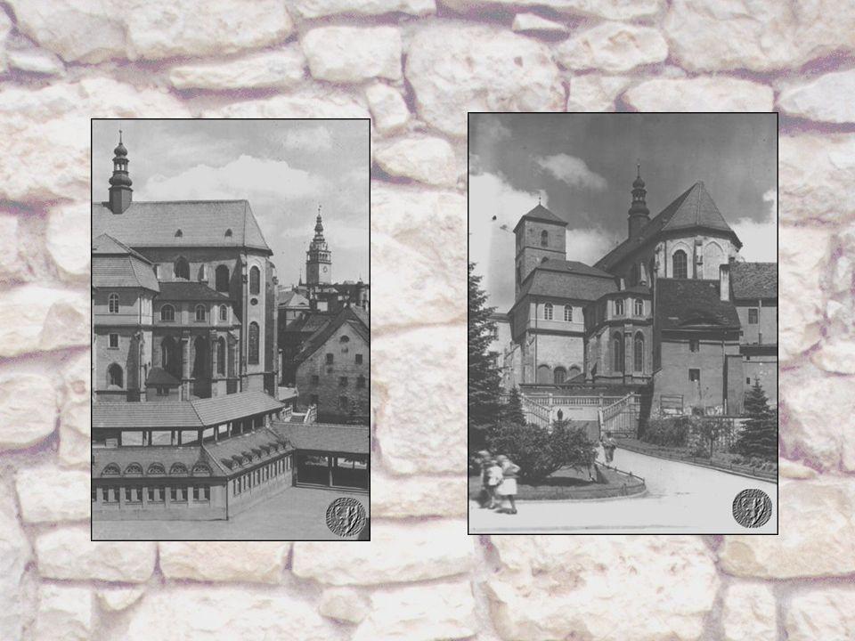 ~ Budowa sklepień ~ W latach 1487 - 1490 zbudowano sklepienia nad nawami bocznymi, mury nawy głównej podniesiono i przekryto jednak sklepieniem dopiero pomiędzy 1522, a 1525 rokiem.