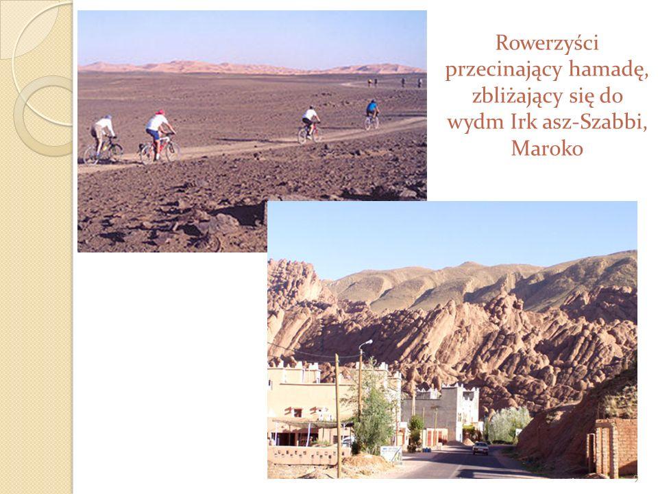Rowerzyści przecinający hamadę, zbliżający się do wydm Irk asz-Szabbi, Maroko 9