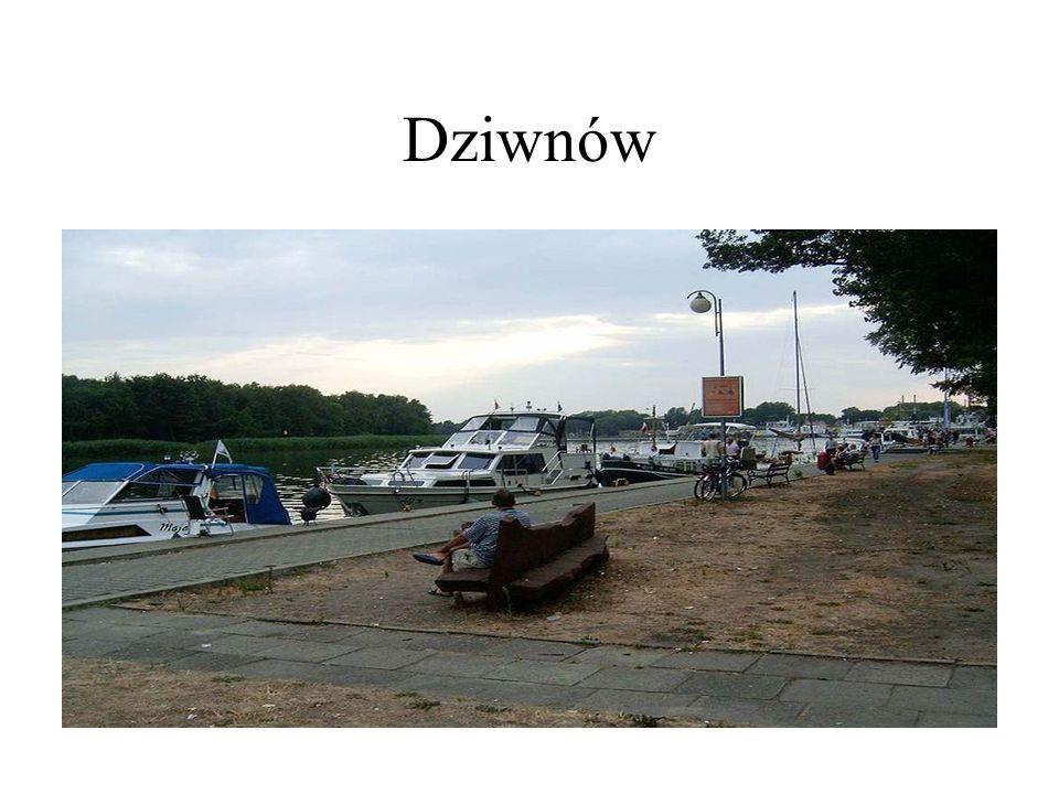 Port rybacki przy nabrzeżu Dziwny wraz z zabudowaniami byłej spółdzielni rybackiej Belona.