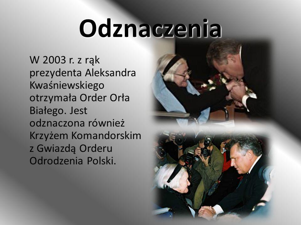 Odznaczenia W 2003 r. z rąk prezydenta Aleksandra Kwaśniewskiego otrzymała Order Orła Białego. Jest odznaczona również Krzyżem Komandorskim z Gwiazdą