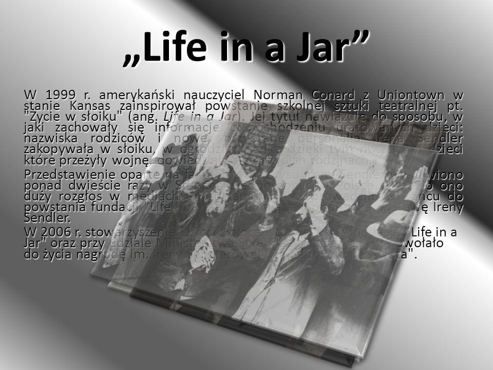 Life in a Jar W 1999 r. amerykański nauczyciel Norman Conard z Uniontown w stanie Kansas zainspirował powstanie szkolnej sztuki teatralnej pt.