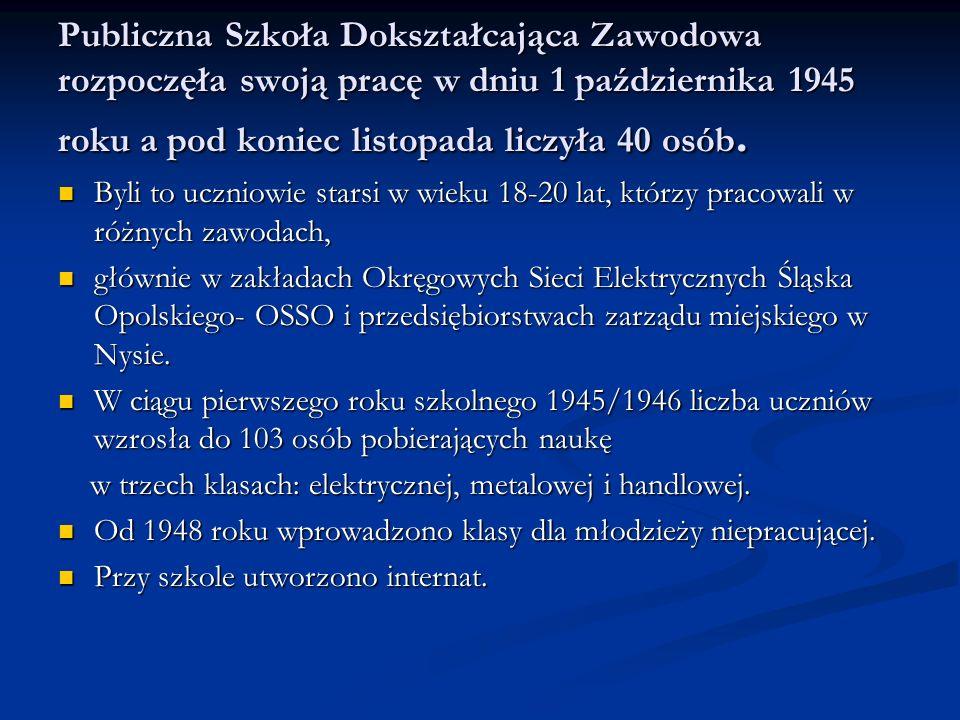 Publiczna Szkoła Dokształcająca Zawodowa rozpoczęła swoją pracę w dniu 1 października 1945 roku a pod koniec listopada liczyła 40 osób.