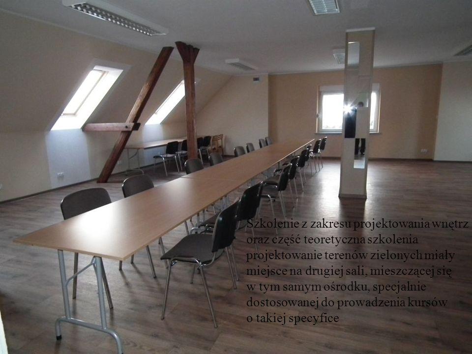 Szkolenie z zakresu projektowania wnętrz oraz część teoretyczna szkolenia projektowanie terenów zielonych miały miejsce na drugiej sali, mieszczącej s