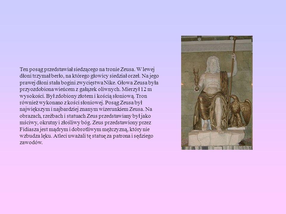 Ten posąg przedstawiał siedzącego na tronie Zeusa. W lewej dłoni trzymał berło, na którego głowicy siedział orzeł. Na jego prawej dłoni stała bogini z