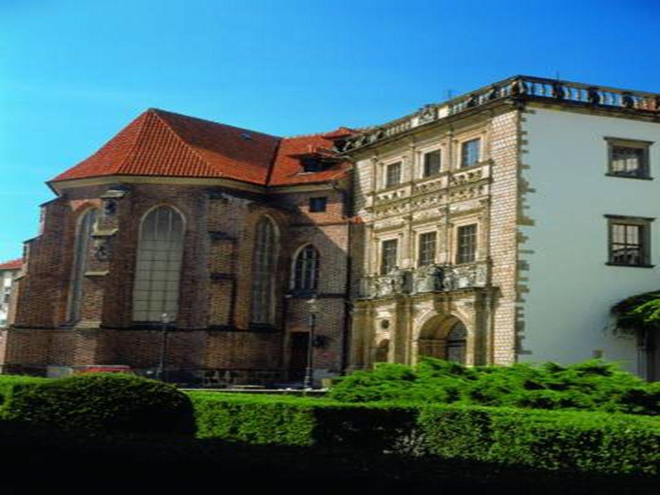 Książę Jerzy stworzył z zamku ośrodek życia kulturalnego, politycznego i dworskiego. W roku 1564 wzniósł - według projektów Jakuba Parra - Gimnasium I