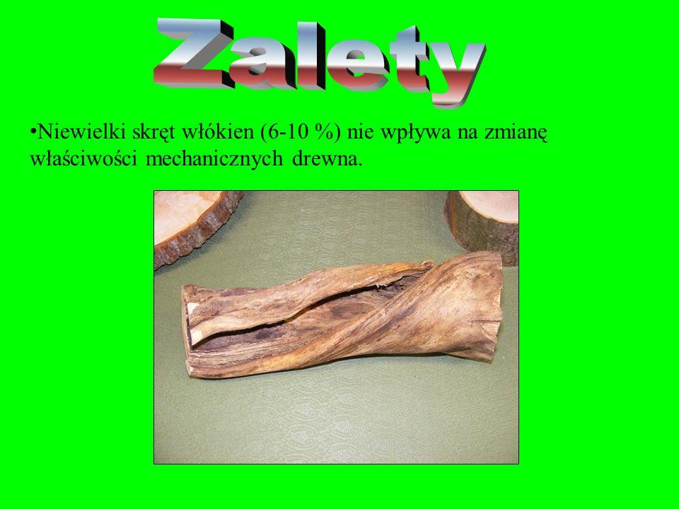 Skręt włókien pogarsza wydatnie mechaniczne właściwości drewna w stopniu tym większym, im większy jest kąt nachylenia włókien. Powoduje znacznie więks