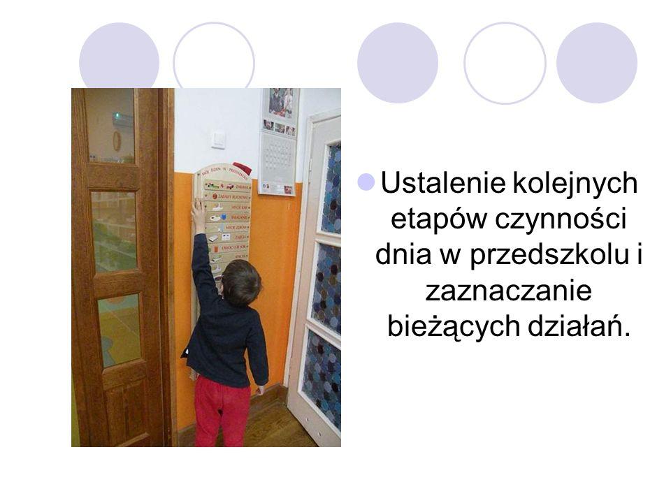 Ustalenie kolejnych etapów czynności dnia w przedszkolu i zaznaczanie bieżących działań.