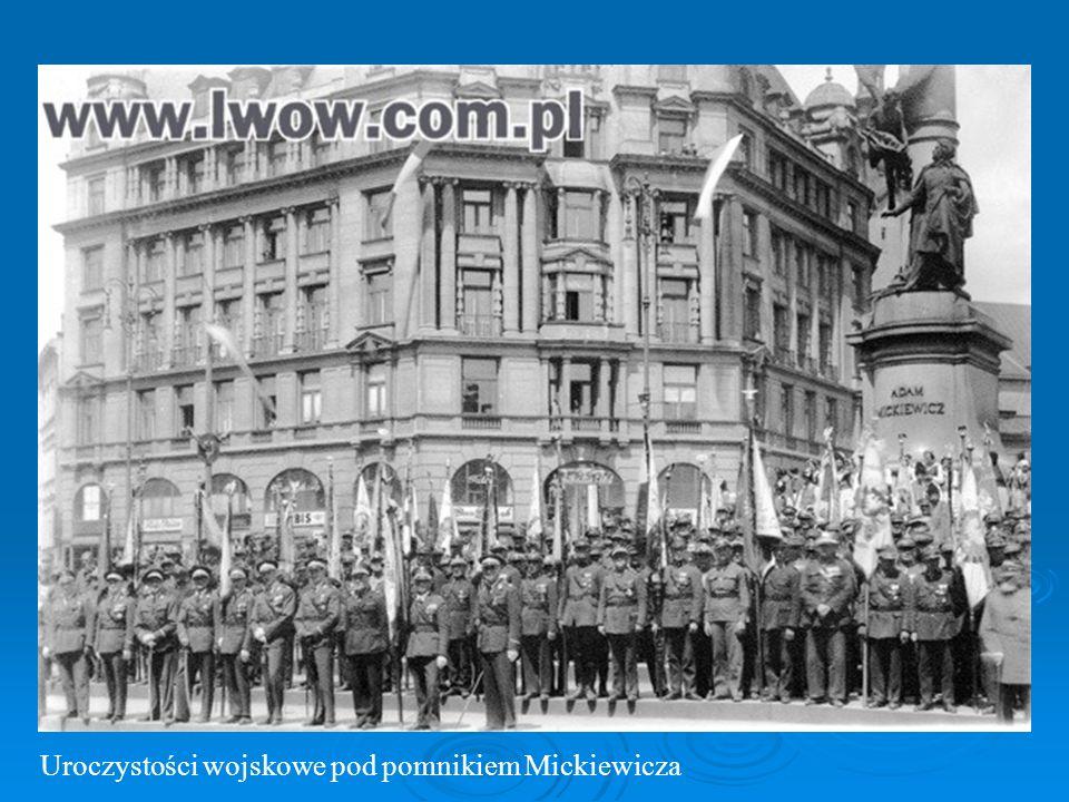 Uroczystości wojskowe pod pomnikiem Mickiewicza