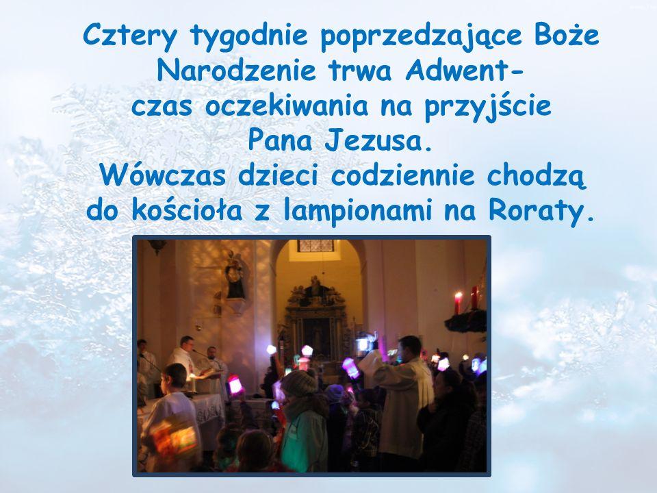 24 grudnia wieczorem, gdy zabłyśnie na niebie pierwsza gwiazdka, całe rodziny zasiadają do kolacji wigilijnej, podczas której spożywają, według tradycji 12 postnych potraw.