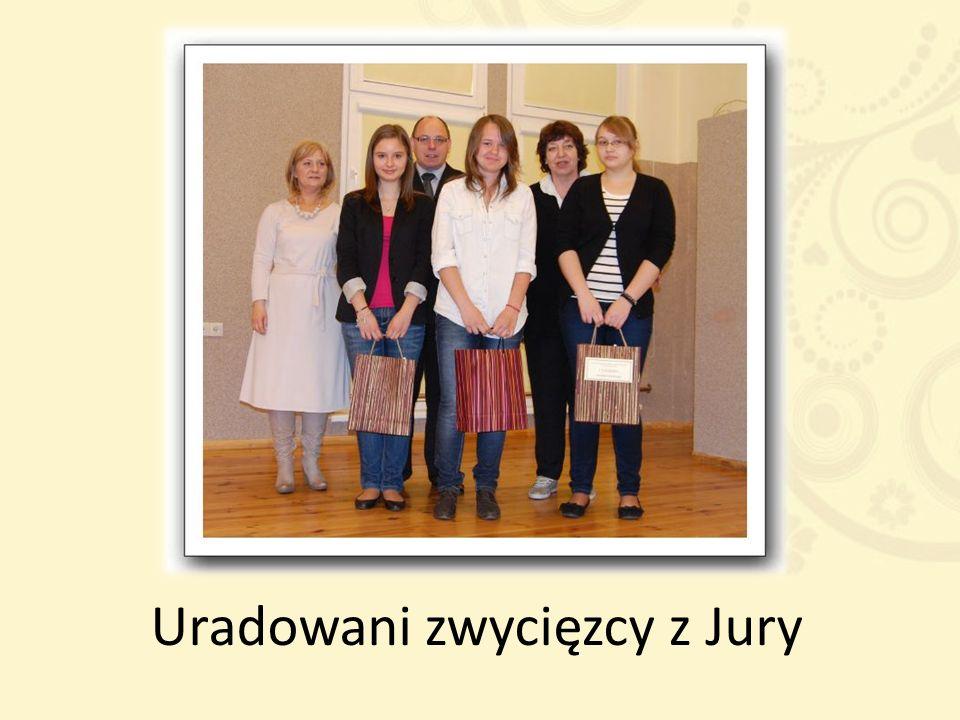 Uradowani zwycięzcy z Jury