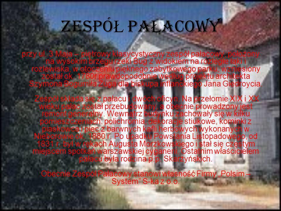 ZESPÓ Ł PA Ł ACOWY przy ul. 3 Maja – piętrowy klasycystyczny zespół pałacowy, położony na wysokim brzegu rzeki Bug z widokiem na rozległe łąki i rozle