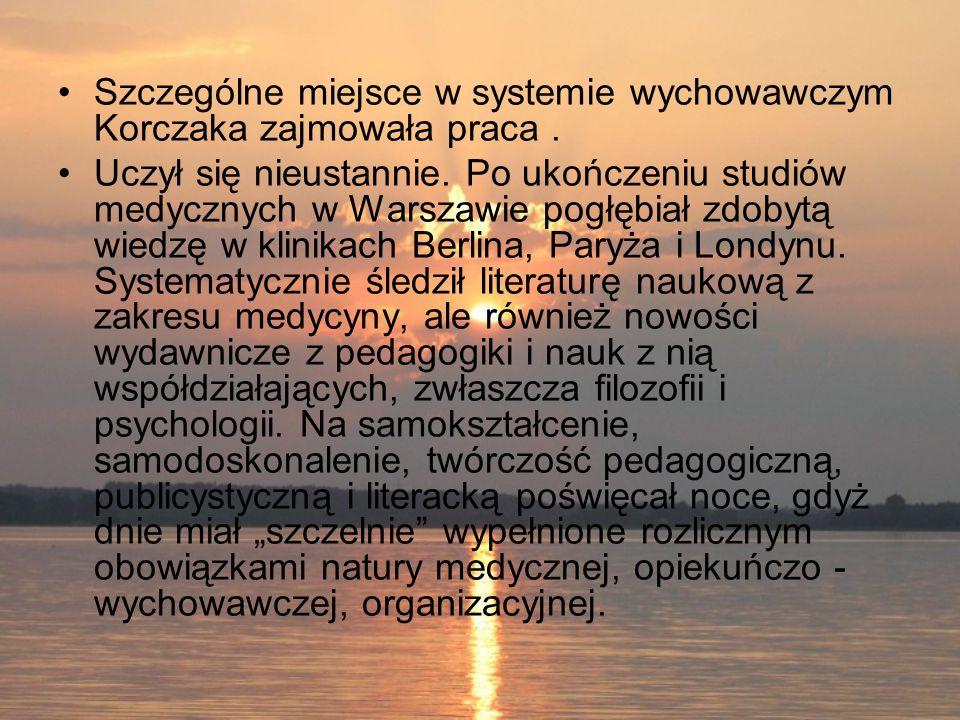 Szczególne miejsce w systemie wychowawczym Korczaka zajmowała praca. Uczył się nieustannie. Po ukończeniu studiów medycznych w Warszawie pogłębiał zdo
