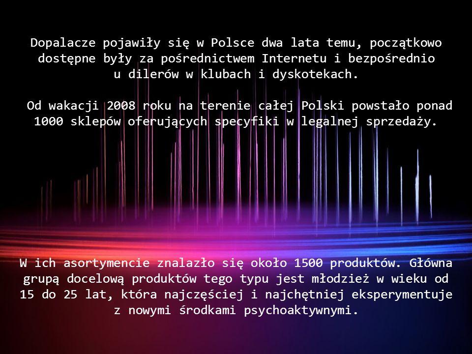 Dopalacze pojawiły się w Polsce dwa lata temu, początkowo dostępne były za pośrednictwem Internetu i bezpośrednio u dilerów w klubach i dyskotekach. O