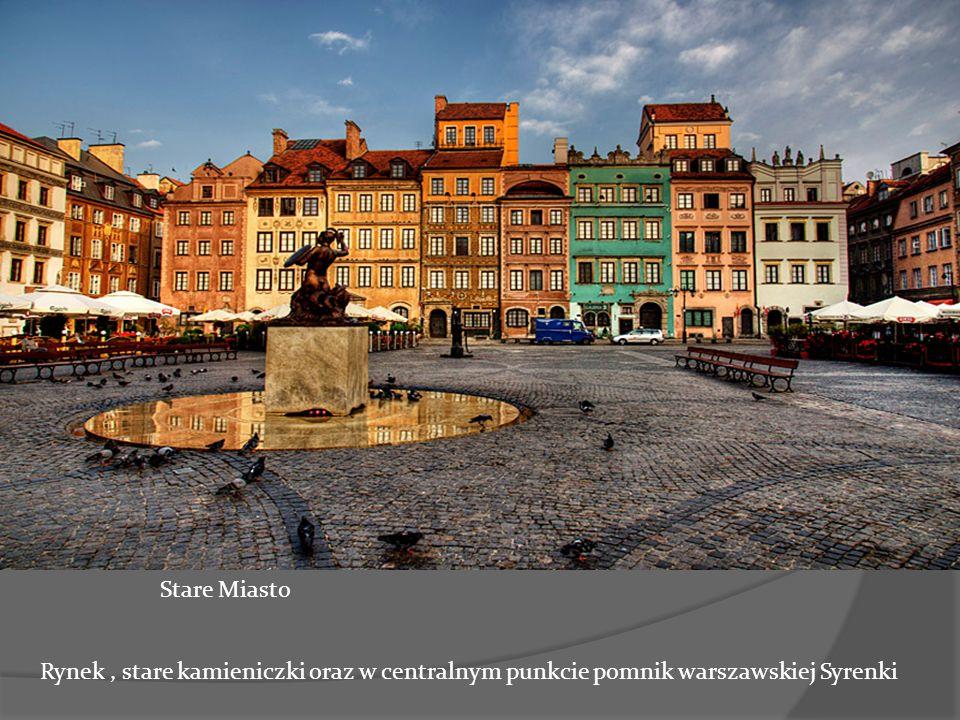 jf Stare Miasto Rynek, stare kamieniczki oraz w centralnym punkcie pomnik warszawskiej Syrenki