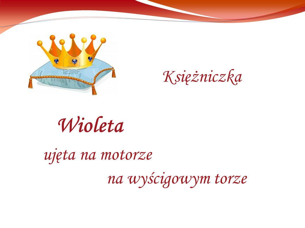 Wioleta ujęta na motorze na wyścigowym torze Księżniczka