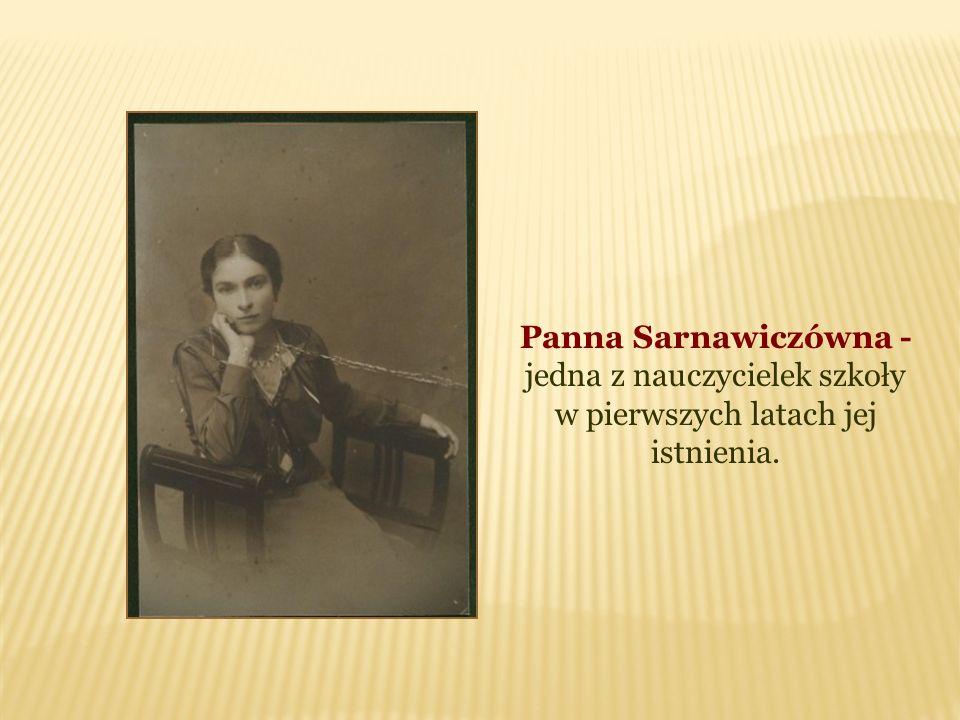 Panna Sarnawiczówna - jedna z nauczycielek szkoły w pierwszych latach jej istnienia.