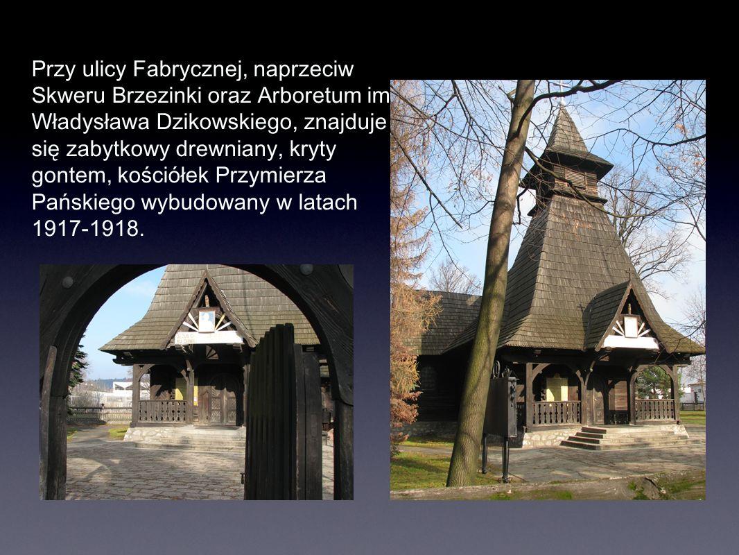 Przy ulicy Fabrycznej, naprzeciw Skweru Brzezinki oraz Arboretum im. Władysława Dzikowskiego, znajduje się zabytkowy drewniany, kryty gontem, kościółe