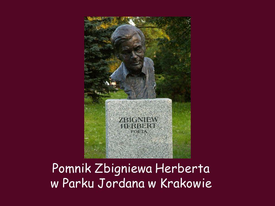 Pomnik Zbigniewa Herberta w Parku Jordana w Krakowie