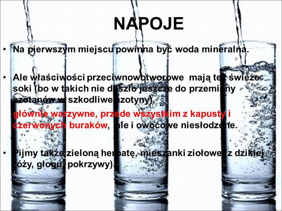 NAPOJE Na pierwszym miejscu powinna być woda mineralna. Ale właściwości przeciwnowotworowe mają też świeże soki (bo w takich nie doszło jeszcze do prz