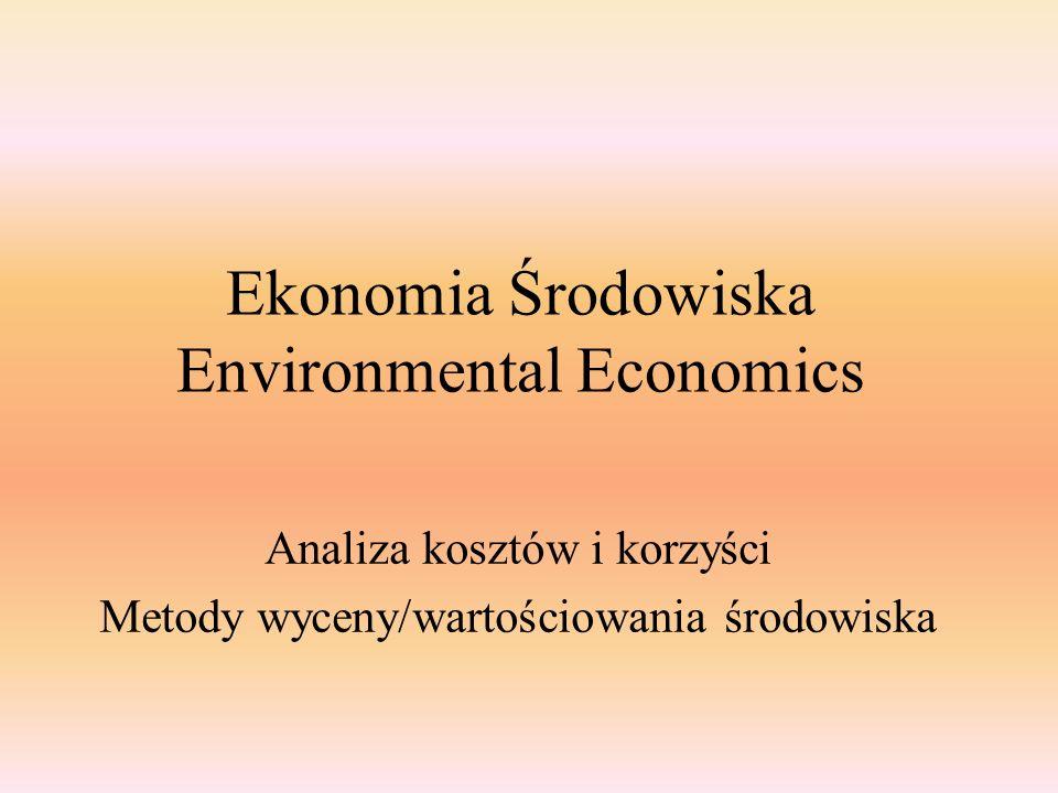 Analiza kosztow i korzysci Cost-Benefit Analysis Maksymalizacja różnicy pomiędzy korzyściami i kosztami (korzyści netto), gdzie: qi – redukcja emisji z danego źródła, i (i = 1 to N) – źródła emisji, Bi(·) – funkcja korzyści dla źródła i, Ci(·) - funkcja kosztów dla źródła i, qi*- efektywny poziom ochrony (redukcja zanieczyszczeń).