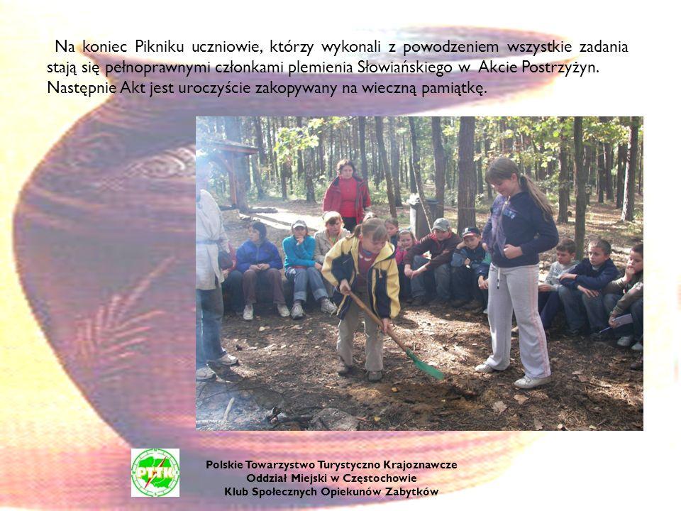 Na koniec Pikniku uczniowie, którzy wykonali z powodzeniem wszystkie zadania stają się pełnoprawnymi członkami plemienia Słowiańskiego w Akcie Postrzy