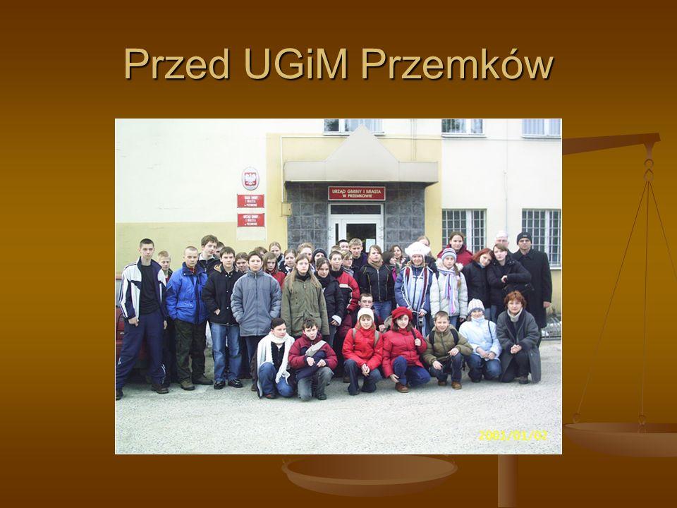 Przed UGiM Przemków