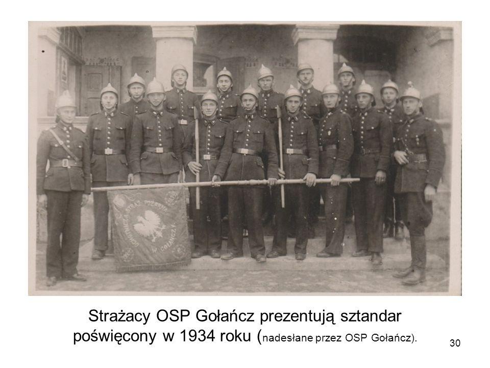 Strażacy OSP Gołańcz prezentują sztandar poświęcony w 1934 roku ( nadesłane przez OSP Gołańcz). 30