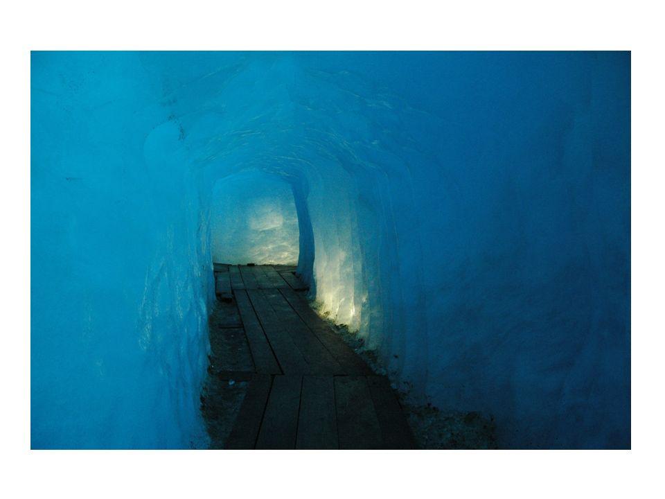 Niezwykła substancja: masowość występowania w stanie czystym niebieski kolor wody czy lodu (powietrza) stan ciekły struktura ciepło parowania i topnienia max.