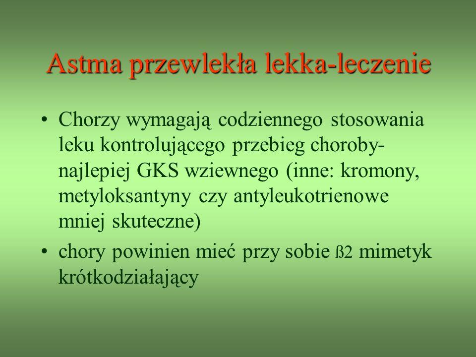 Astma przewlekła lekka-leczenie Chorzy wymagają codziennego stosowania leku kontrolującego przebieg choroby- najlepiej GKS wziewnego (inne: kromony, metyloksantyny czy antyleukotrienowe mniej skuteczne) chory powinien mieć przy sobie ß2 mimetyk krótkodziałający