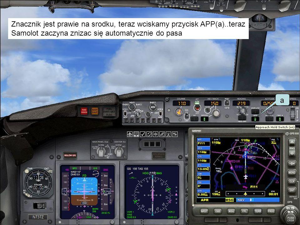 Znacznik jest prawie na srodku, teraz wciskamy przycisk APP(a)..teraz Samolot zaczyna znizac się automatycznie do pasa a