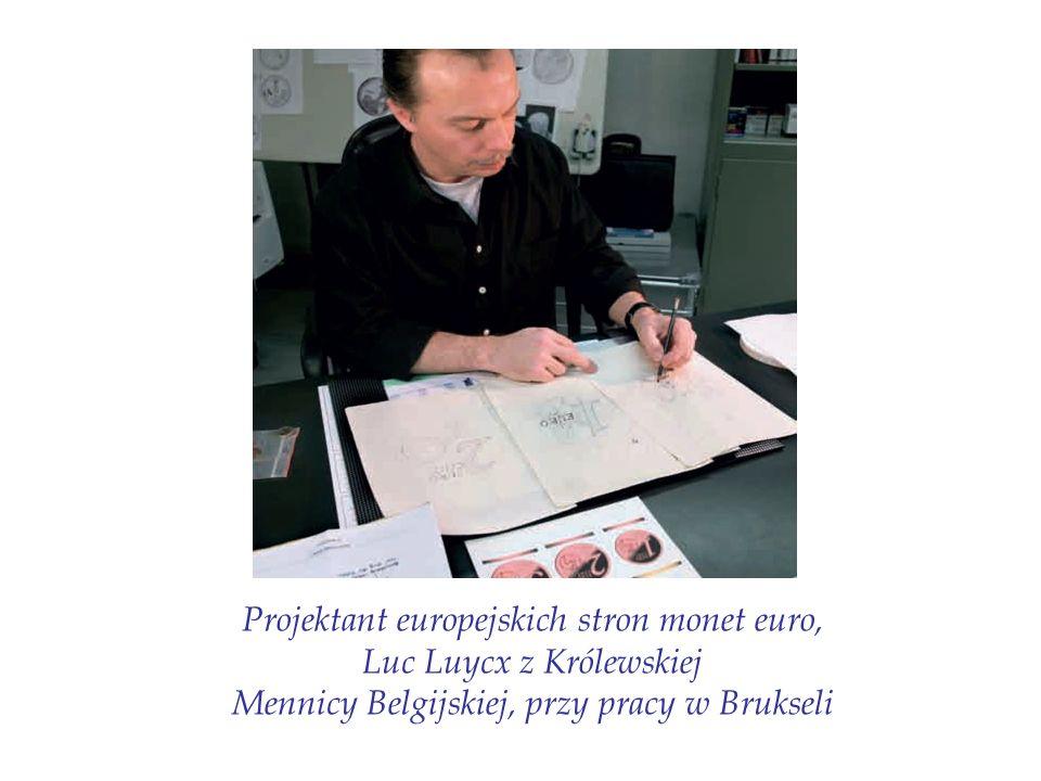 Projektant europejskich stron monet euro, Luc Luycx z Królewskiej Mennicy Belgijskiej, przy pracy w Brukseli