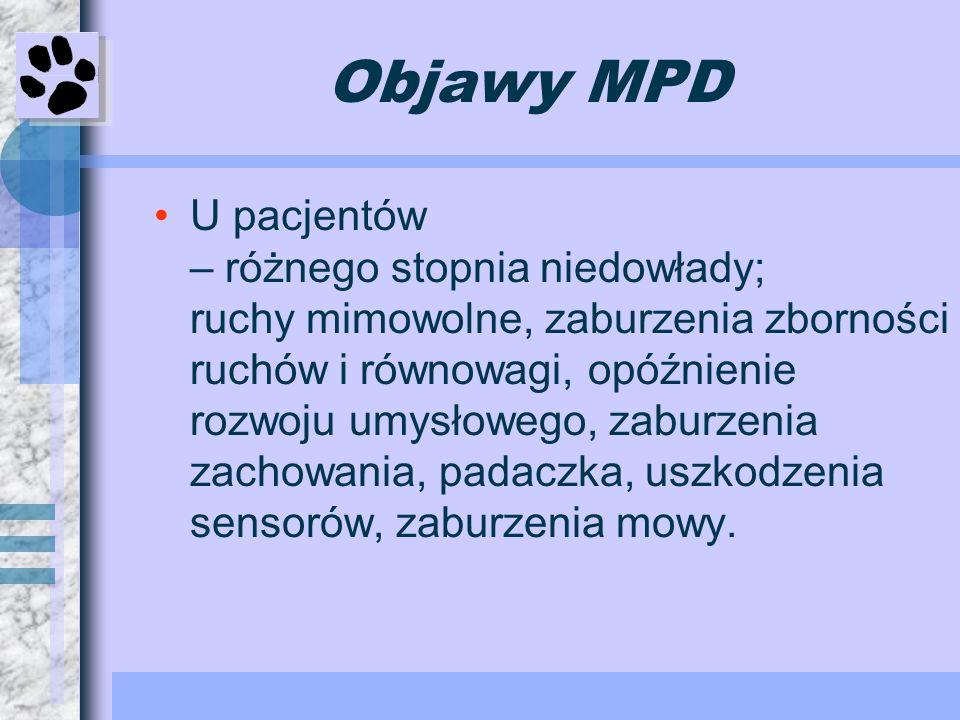 Objawy MPD U pacjentów – różnego stopnia niedowłady; ruchy mimowolne, zaburzenia zborności ruchów i równowagi, opóźnienie rozwoju umysłowego, zaburzen