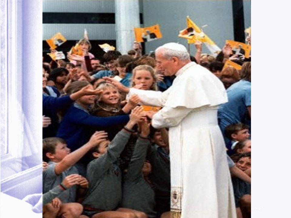 Karol Wojtyła ukochał młodzież, a ona kocha Jego całym sercem.