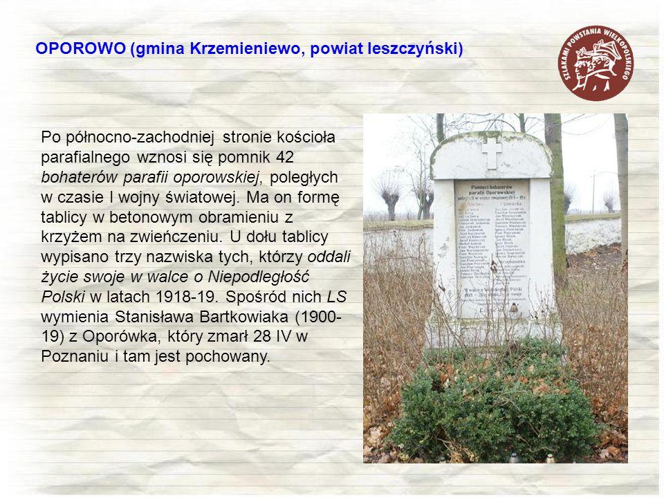 Po północno-zachodniej stronie kościoła parafialnego wznosi się pomnik 42 bohaterów parafii oporowskiej, poległych w czasie I wojny światowej. Ma on f