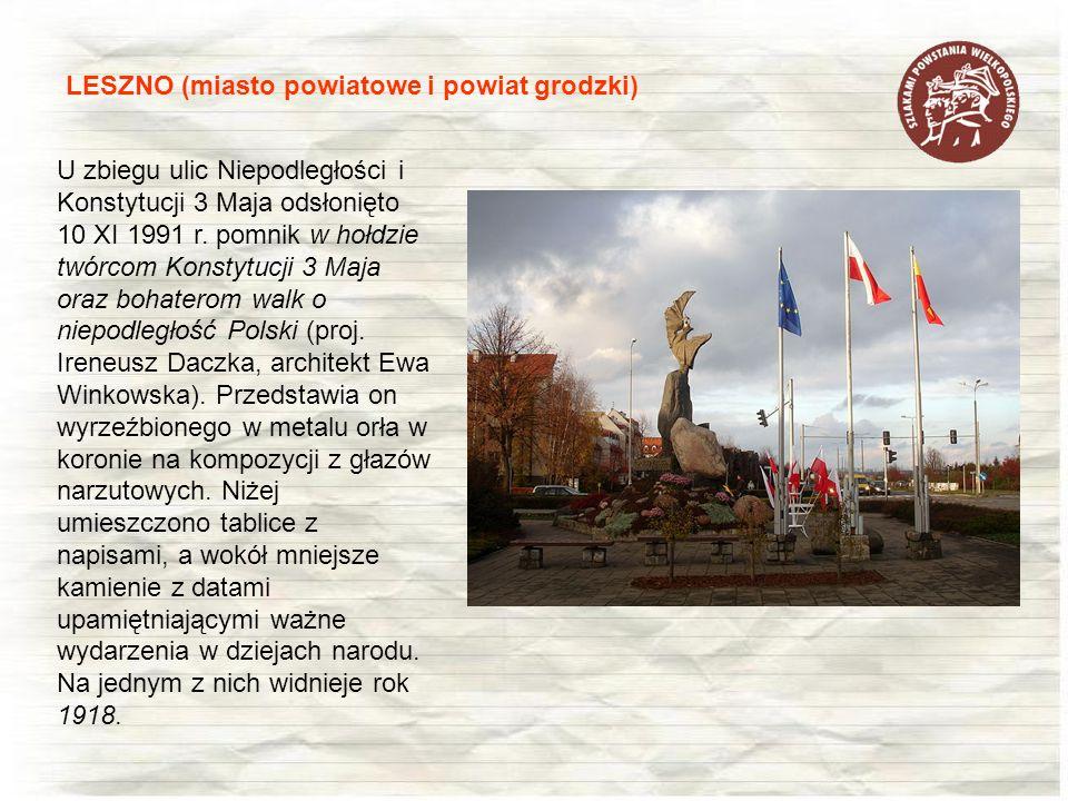 LESZNO (miasto powiatowe i powiat grodzki) U zbiegu ulic Niepodległości i Konstytucji 3 Maja odsłonięto 10 XI 1991 r. pomnik w hołdzie twórcom Konstyt