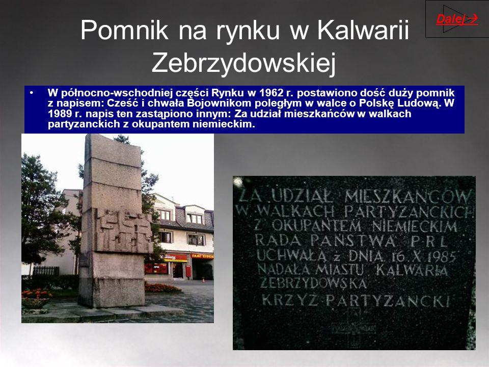 Pomnik na rynku w Kalwarii Zebrzydowskiej W północno-wschodniej części Rynku w 1962 r. postawiono dość duży pomnik z napisem: Cześć i chwała Bojowniko