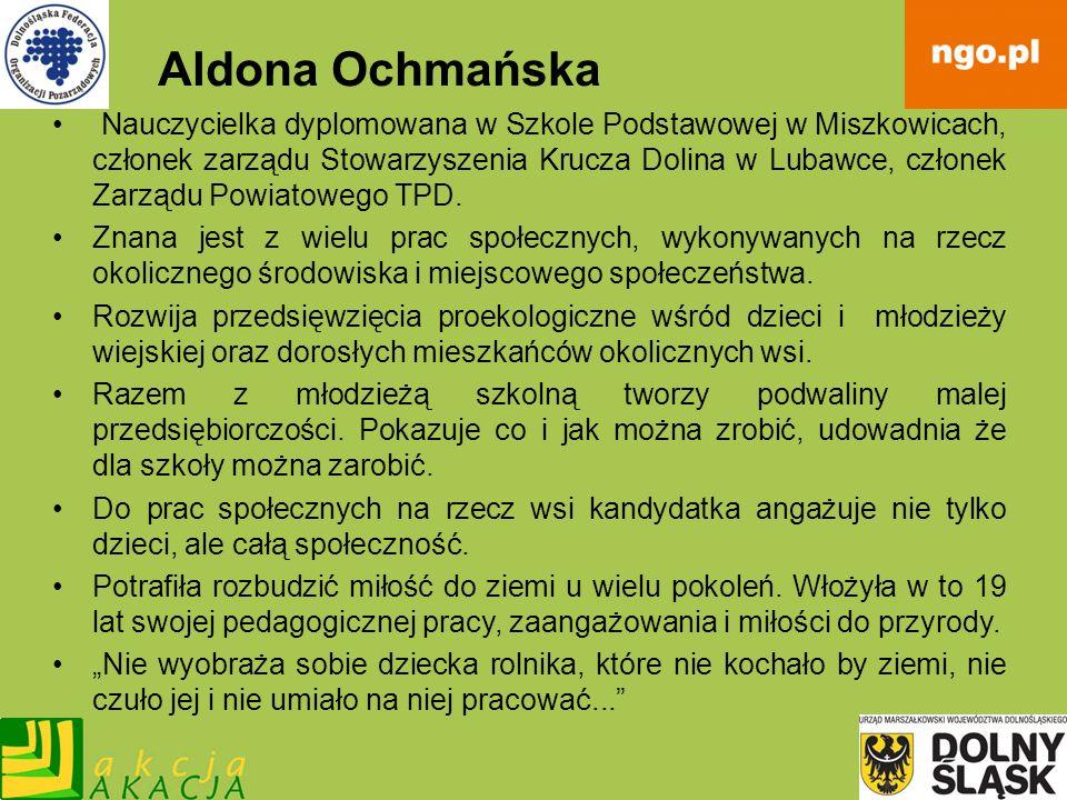 Aldona Ochmańska Nauczycielka dyplomowana w Szkole Podstawowej w Miszkowicach, członek zarządu Stowarzyszenia Krucza Dolina w Lubawce, członek Zarządu