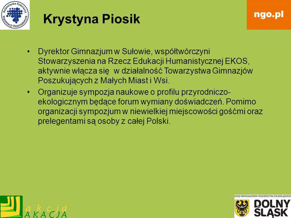Krystyna Piosik Dyrektor Gimnazjum w Sułowie, współtwórczyni Stowarzyszenia na Rzecz Edukacji Humanistycznej EKOS, aktywnie włącza się w działalność T