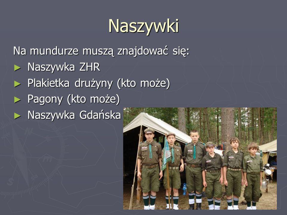 Naszywki Na mundurze muszą znajdować się: Naszywka ZHR Naszywka ZHR Plakietka drużyny (kto może) Plakietka drużyny (kto może) Pagony (kto może) Pagony