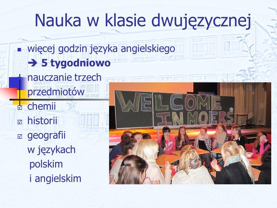 Nauka w klasie dwujęzycznej więcej godzin języka angielskiego 5 tygodniowo nauczanie trzech przedmiotów chemii historii geografii w językach polskim i