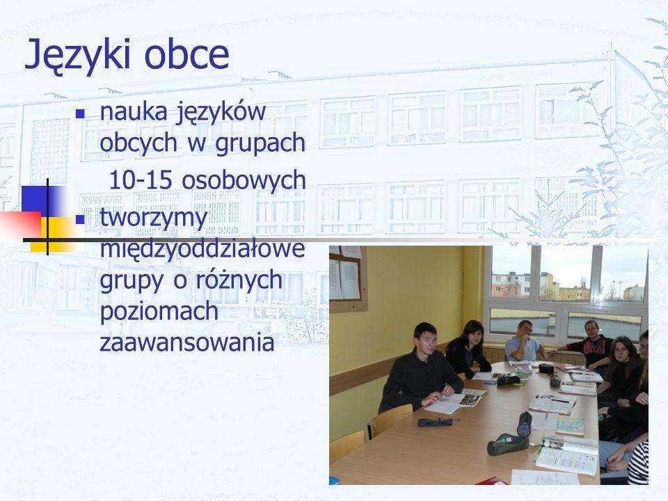 Języki obce nauka języków obcych w grupach 10-15 osobowych tworzymy międzyoddziałowe grupy o różnych poziomach zaawansowania
