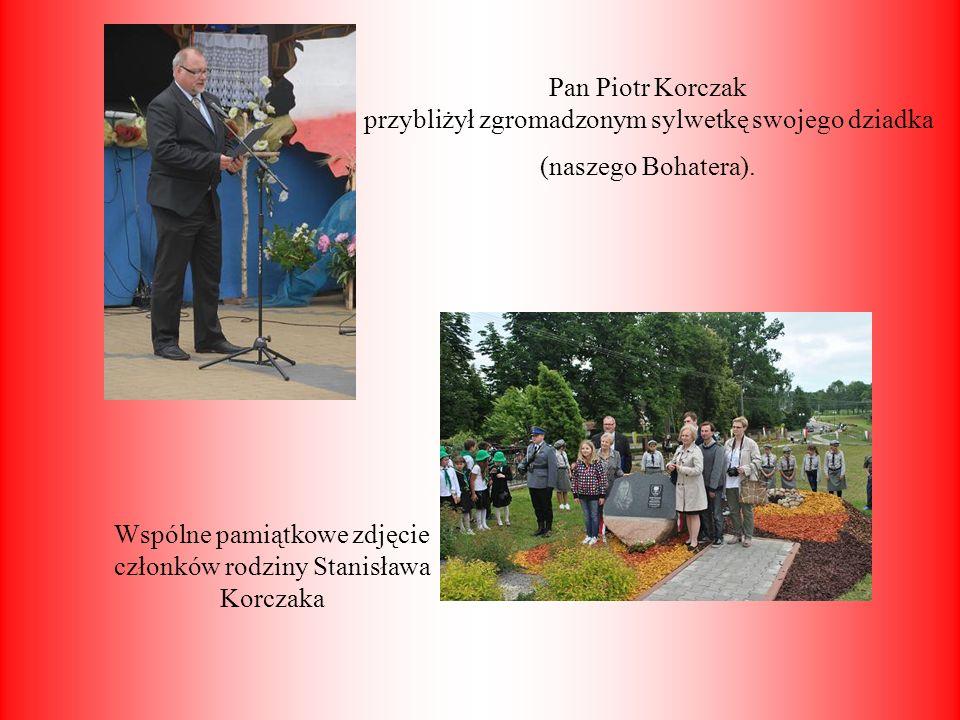 Pan Piotr Korczak przybliżył zgromadzonym sylwetkę swojego dziadka (naszego Bohatera). Wspólne pamiątkowe zdjęcie członków rodziny Stanisława Korczaka