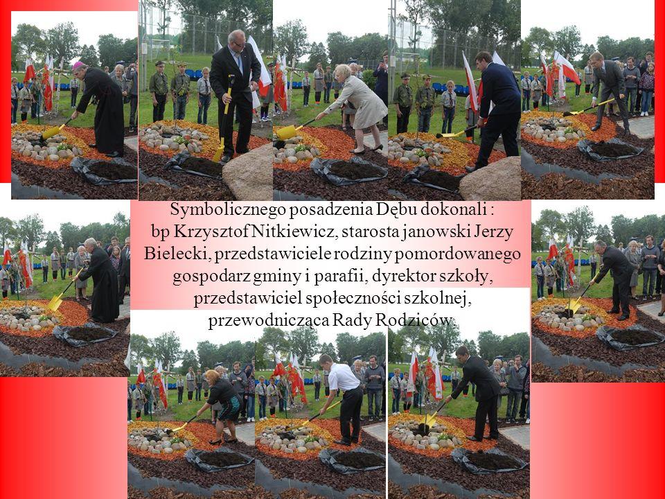 Symbolicznego posadzenia Dębu dokonali : bp Krzysztof Nitkiewicz, starosta janowski Jerzy Bielecki, przedstawiciele rodziny pomordowanego gospodarz gm
